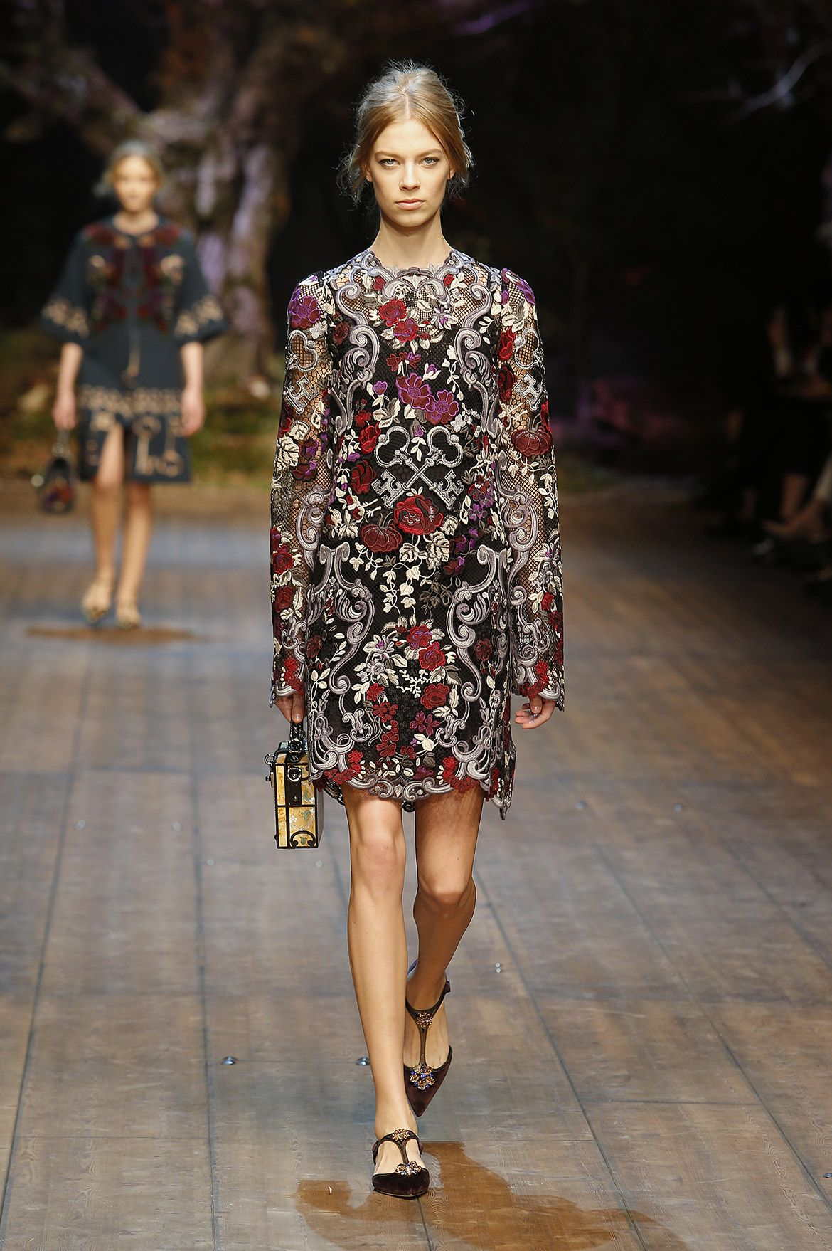 dolce-and-gabbana-fw-2014-2015-women-fashion-show-runway (1)