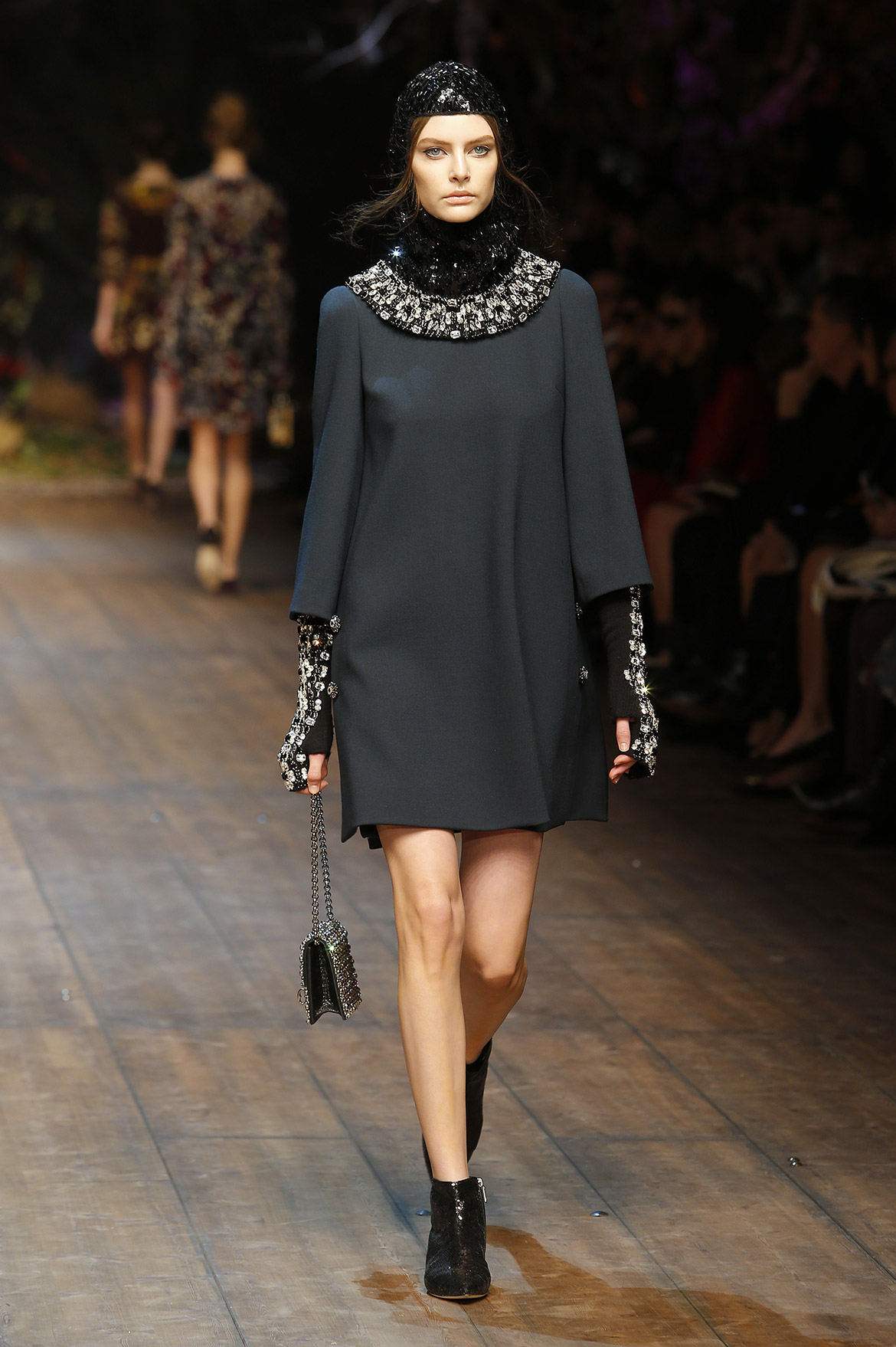 dolce-and-gabbana-fw-2014-2015-women-fashion-show-runway (2)