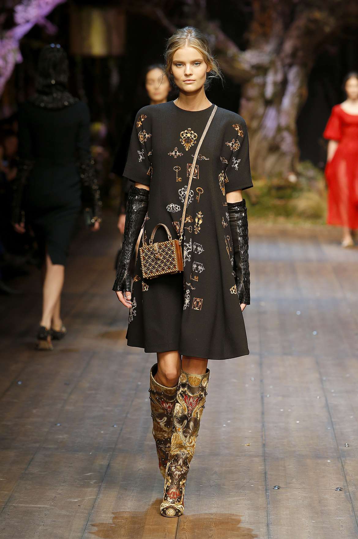 dolce-and-gabbana-fw-2014-2015-women-fashion-show-runway (5)