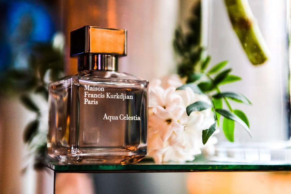 Aqua Celestia transpune legatura perfecta intre albastrul cerului si cel al marii, inspirand o cale spre linistea absoluta. O prospetime cereasca colorata cu menta proaspata si coacaze negre, imblanzita de generozitatea florilor de mimoza de Provence si a notelor de mosc.
